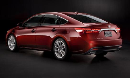 Autoweek-2013-Toyota-Avalon1