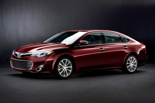 New-2013-Toyota-Avalon-front-quarter