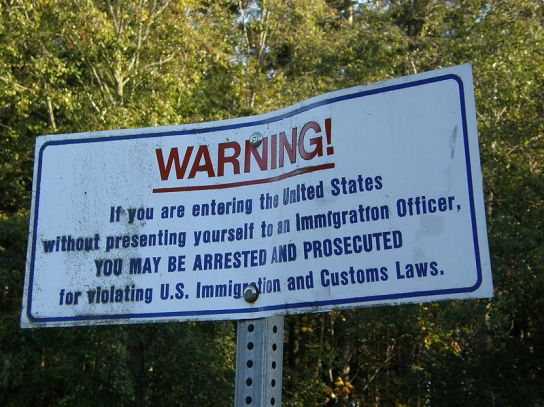 800px-US-border-notice