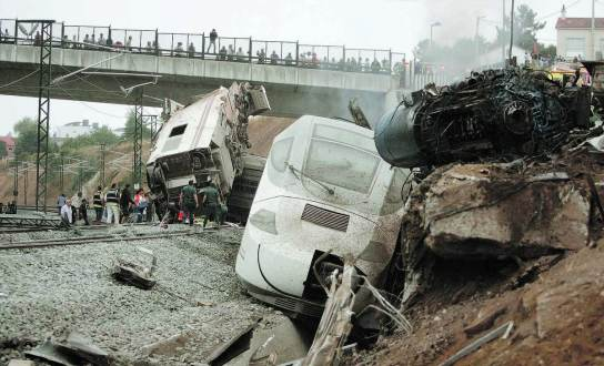 closeup_train_wreck_spain
