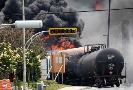 derailed_tanker_car