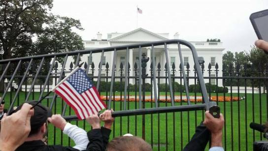 barrycades_white_house