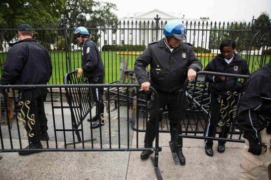 cops_barricades