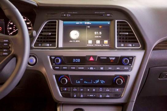2015-Hyundai-Sonata-center-stack