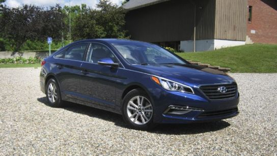 2015-hyundai-sonata-eco-front-three-quarters-04