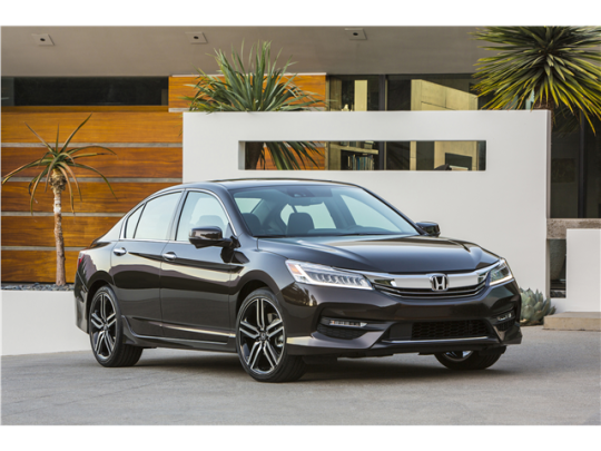 2016_Honda_Accord_17