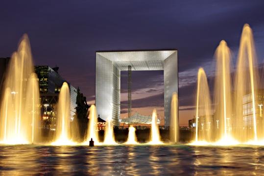Grande_Arche_de_La_Défense_et_fontaine